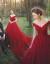 影楼テ-マ服装2018新型ウェルディーロケカップル写真赤の大きいドレンウェディングドレス精緻な赤色の大きいドレンサイズのニューシングルです。